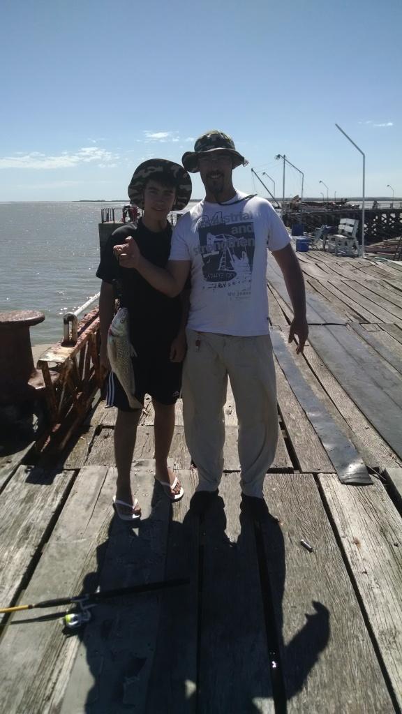 Rodrigo y su hijo, con la corvina